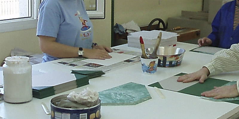 fabricación de los cuadernos de autor de bookartis en el Instituto de Psico-Pediatría de Madrid